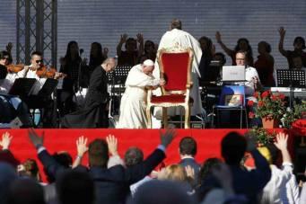 Francisco se encontra com Renovação Carismática.