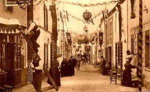 A preparação da procissão de Corpus Christi em uma foto do início de 1900.