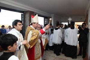13 de julho de 2014: Dom José Aparecido, bispo auxiliar de Brasília, abençoa a nova capela do IBP na capital federal.