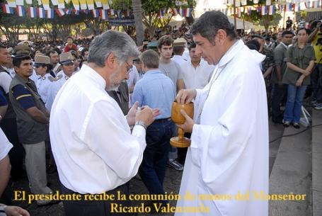 O novo administrador diocesano de Ciudad del Este administração a Comunhão ao então presidente e ex-bispo Fernando Lugo. O bispo defenestrado Livieres foi um grande oponente do bispo propagador da espécie humana, face mais famosa do episcopado paraguaio.
