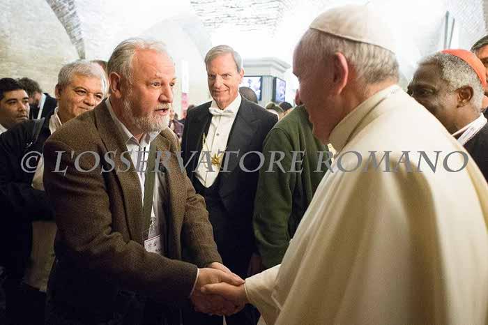 """João Pedro Stedile encontra Papa Francisco - o líder do MST foi convidado para fazer o discurso de encerramento de encontro de """"Movimentos Populares"""" no Vaticano."""