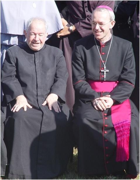 Dom Manoel Pestana e Dom Athanasius Schneider. Foto: Arquivo pessoal de Dom Athanasius.