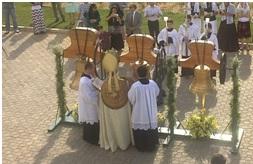 Os sinos recém inaugurados foram abençoados, no ano passado, pelo bispo auxiliar de Brasília.