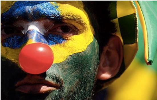 Uma multidão de brasileiros vai às ruas. O povo está cansado de ser palhaço, mas a CNBB continua trabalhando na maquiagem!
