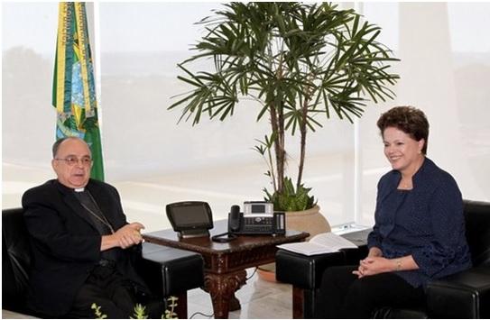 E assim, enquanto os cidadãos brasileiros, em sua esmagadora maioria católicos, vão às ruas para pedir mudança, a Presidência da CNBB vai ao Palácio do Planalto!