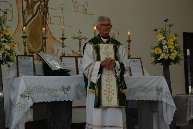 Cônego Aldomiro pronuncia sermão em sua última Missa Tridentina (Americana, 12 de abril de 2015)