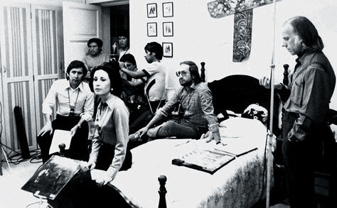 Luis Espinal (à direita), dirigindo um filme, com sua equipe. Foto: Espinal Agazzi