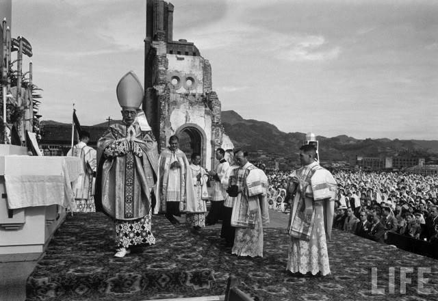 Santa Missa na Catedral devastada de Hiroshima.