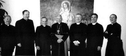 À esquerda, o então Pe. Fernando Guimarães com os fundadores do IBP e o Cardeal Hoyos. Roma, 2006.