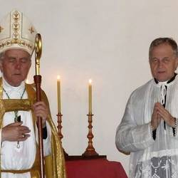 Os bispos Williamson (Esquerda) e Faure (direita).