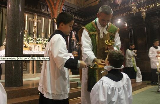 Pe. Edivaldo Oliveira celebra Missa no Mosteiro de São Bento, 26 de julho de 2015