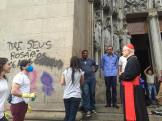 Fiéis limpam Catedral da Sé.