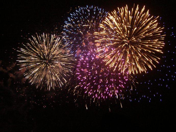 fogos-de-artificio-de-todas-as-cores