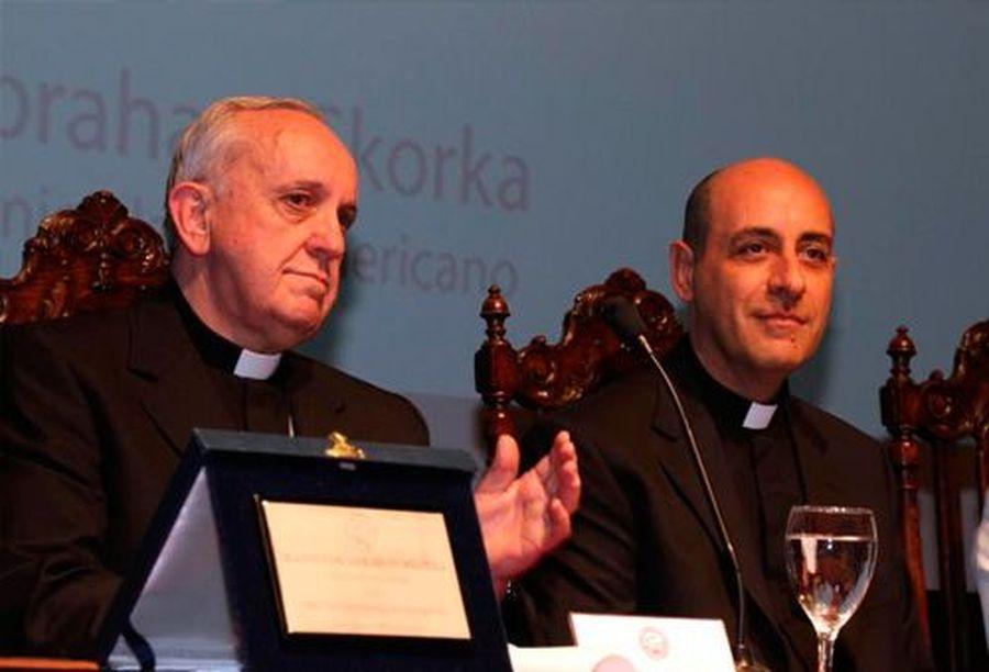 Víctor Manuel Fernández com o então cardeal Bergoglio