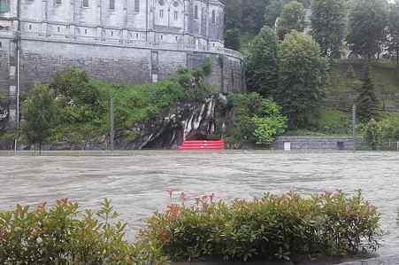 Visão de conjunto da enchente na Gruata de Lourdes