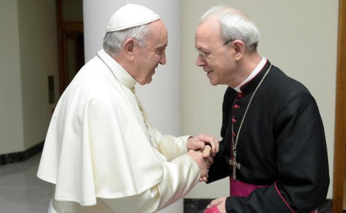 Pope_Francis_meets_Bishop_Athanasius_Schneider_810_500_75_s_c1
